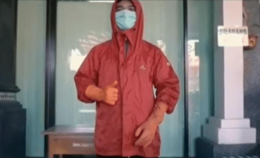 Penyemprotan Desinfektan Tahap 3 di Lingkungan SMK PGRI 5 Denpasar