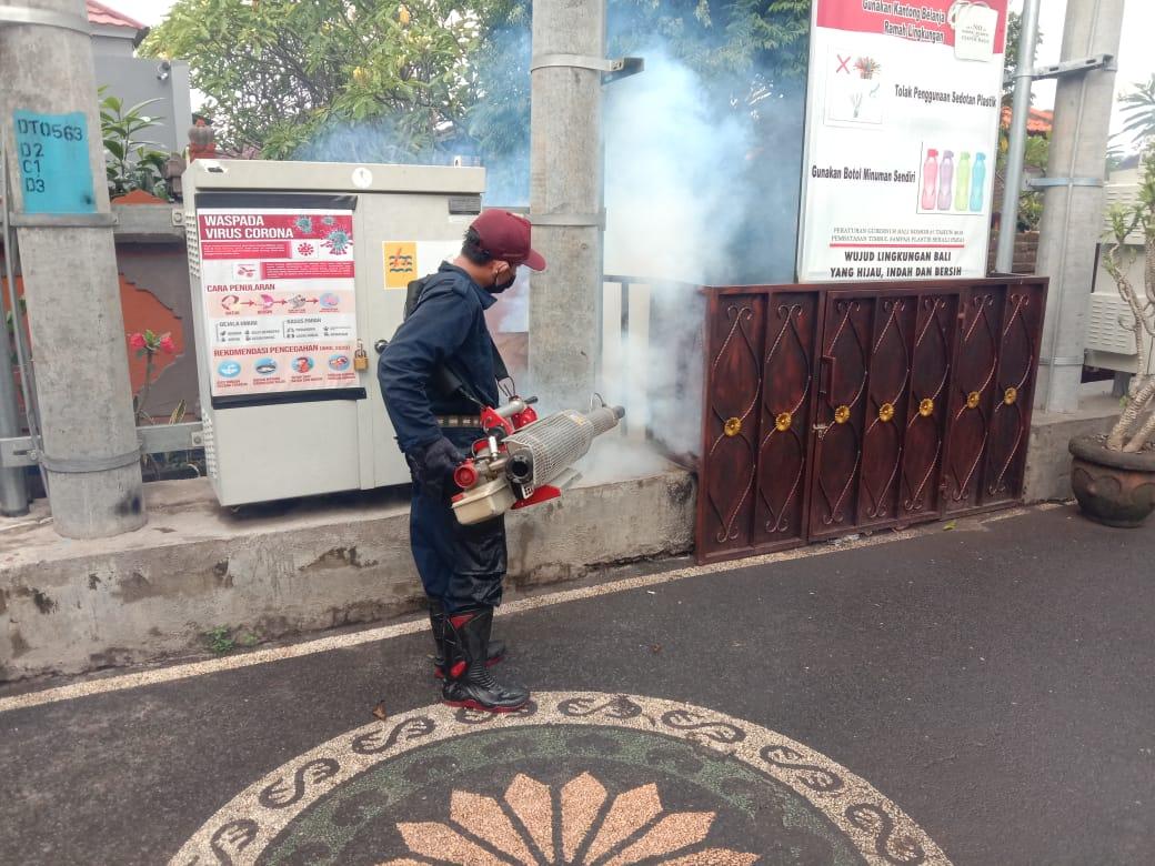 Fogging di Lingkungan SMK PGRI 5 Denpasar